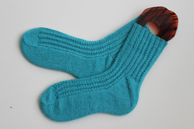 Cable Rib free sock knitting pattern
